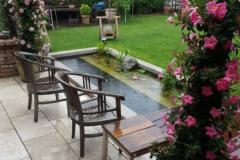 17-Bepflanzter-fertig-in-den-Garten-integrierter-Teich