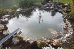 30-Fertiger-Teich-mit-Bachlauf